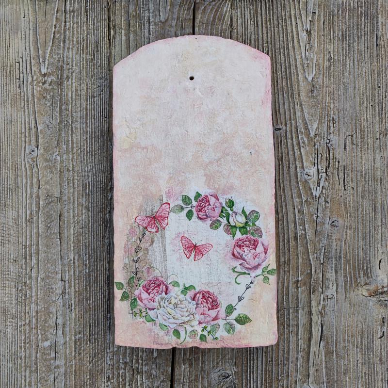 Díszített tetőcserép, rózsakoszorú